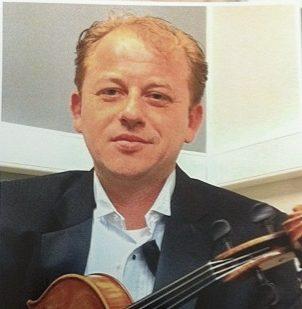 Dmitri Kourka (viola, violin)